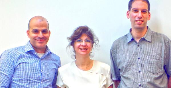 """מימין לשמאל: יריב ענבר - מנכ""""ל המכללה, יפה חן - מנכ""""לית ארגון אחוה, אבי זריהן - מנכ""""ל ADOBE ישראל."""